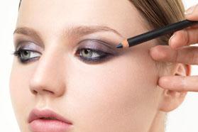 Фиолетовый карандаш для глаз