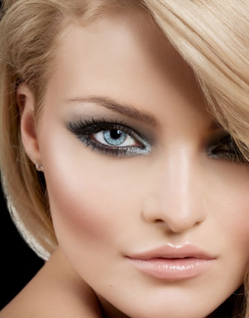 Natural makeup for blondes with blue eyes