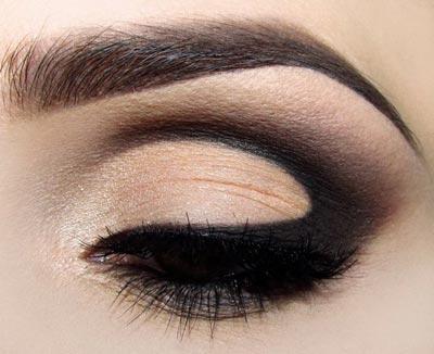 дымчатый макияж в коричневых тонах